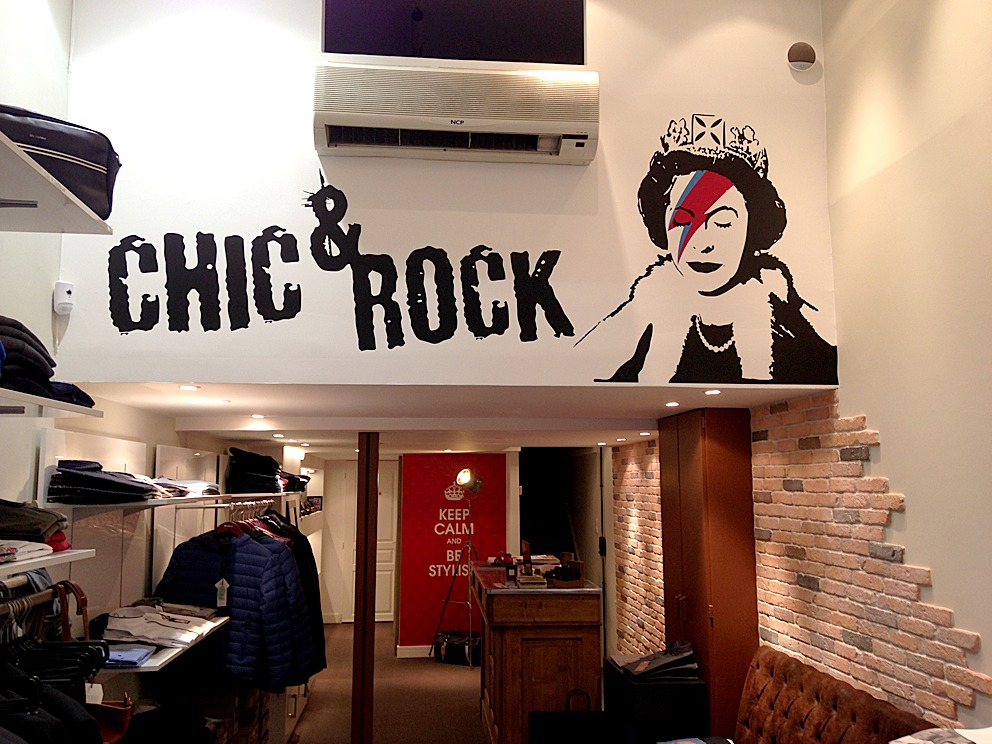 Chic rock absolut graphic signal tique lettres for Pochoir mural design